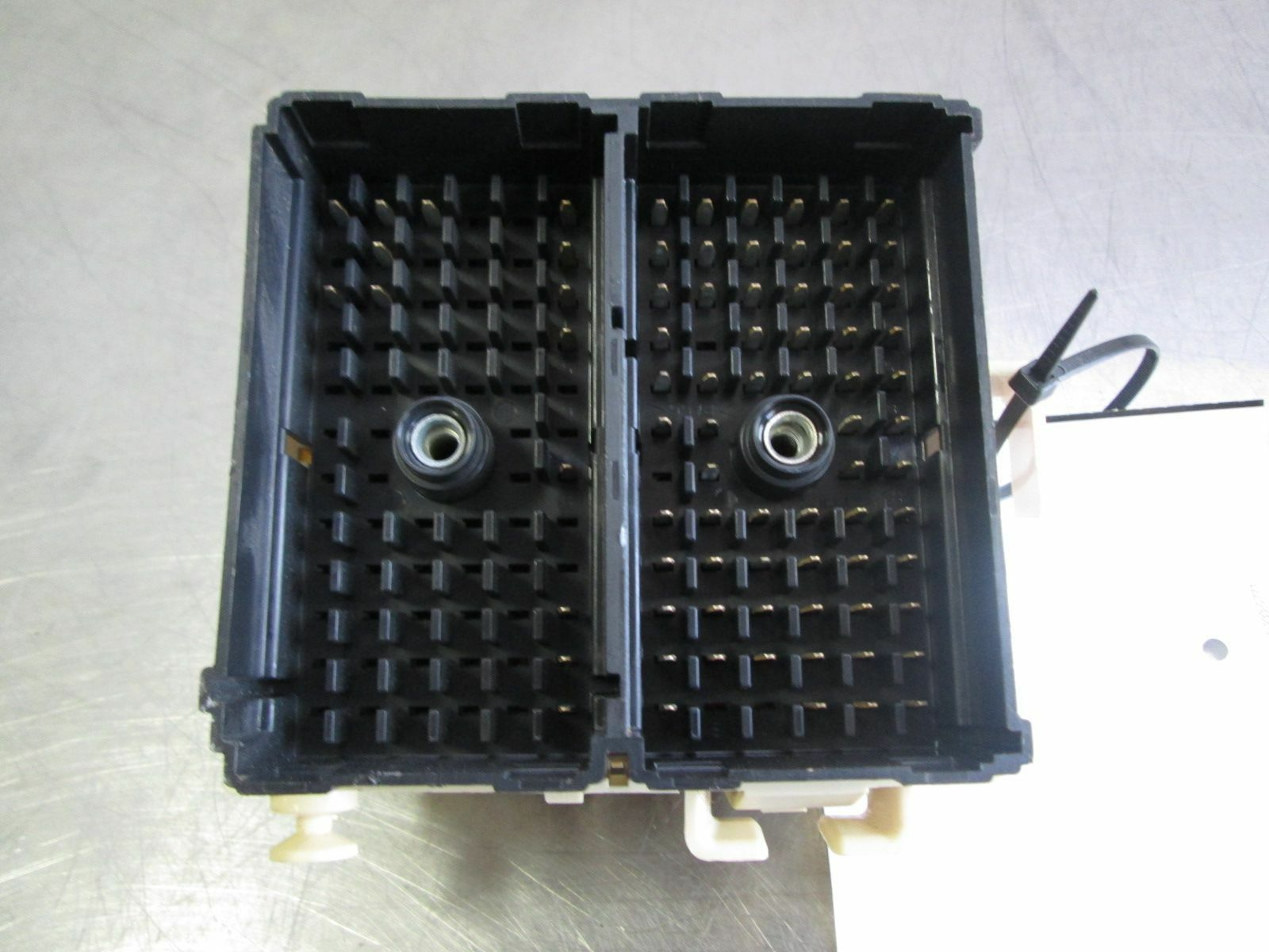 Center Dash Panel Fuse Relay Power Distribution Box 15190658 Hummer H2 2003