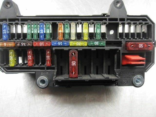 rear trunk power distribution fuse box block 61136900583 2005 bmw 745i
