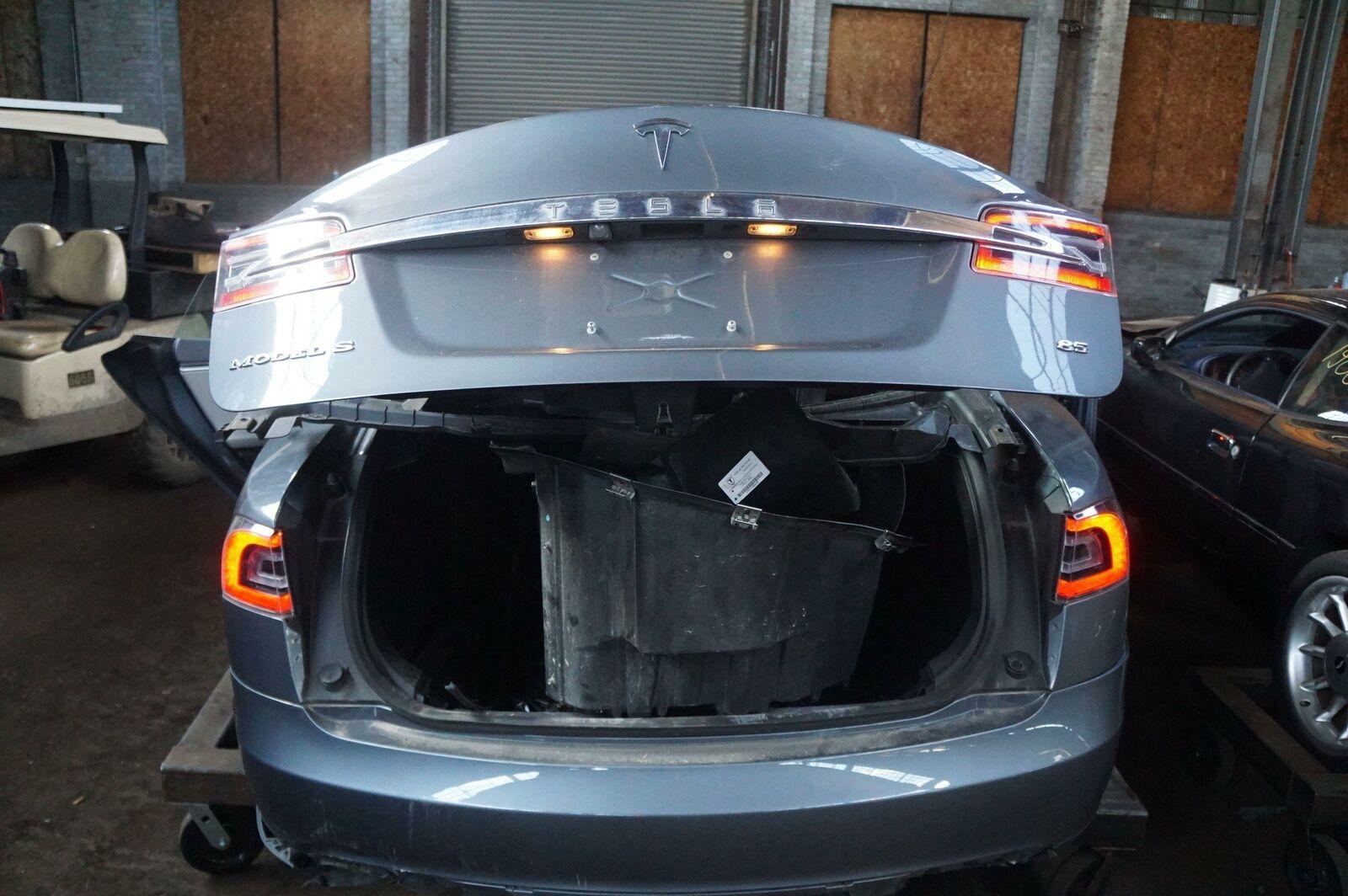 Right Inner Trunk Lid Tail Light Lamp US 6005924-00-D OEM Tesla Model S 2014