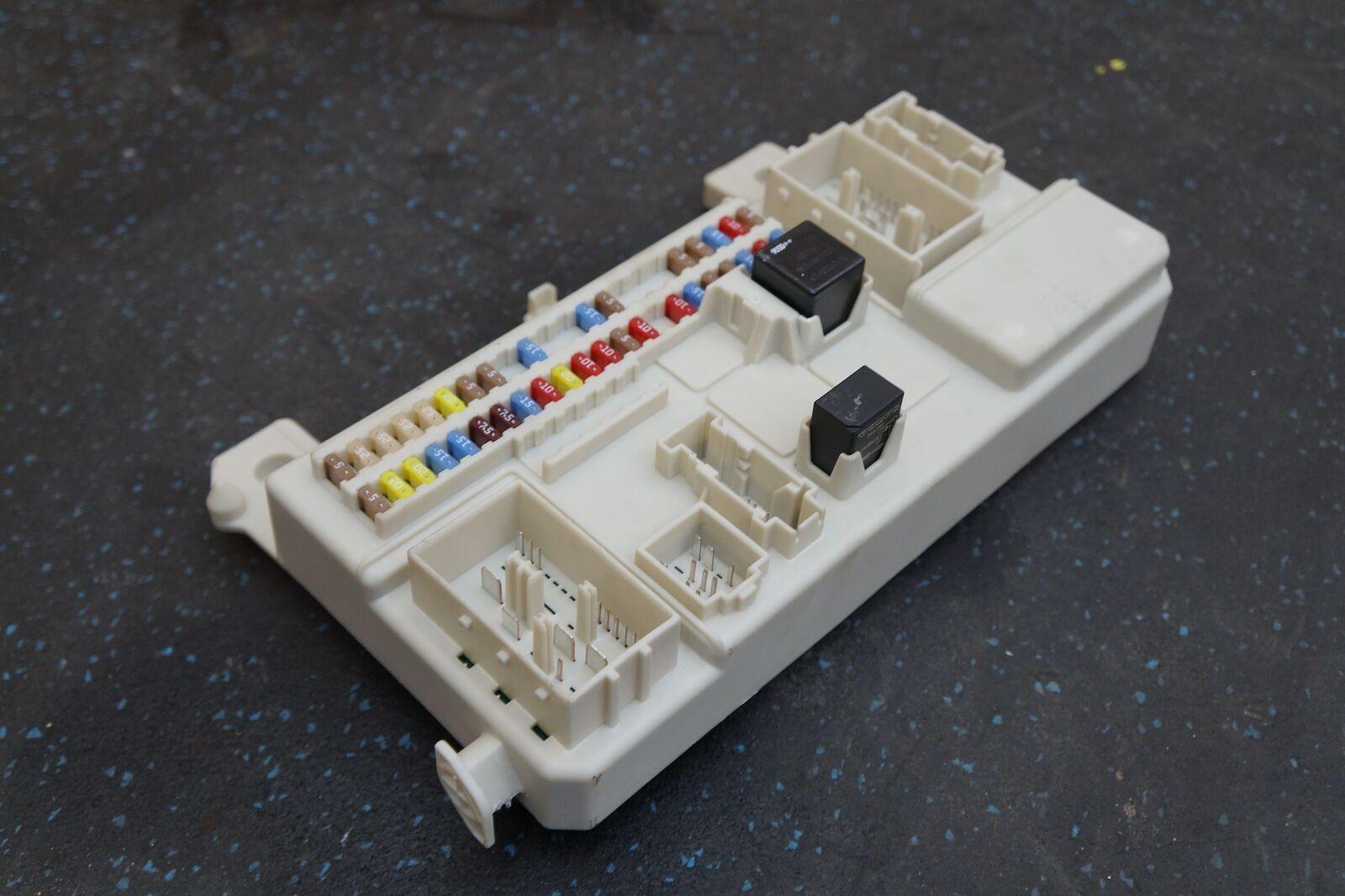 Cabin Distribution Fuse Box Body Control Modul 4g43 14c272 Ah Aston Martin Db9 Electric For