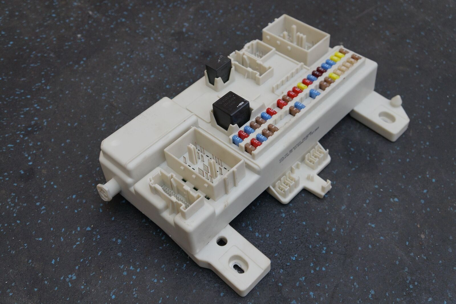 Cabin Distribution Fuse Box Body Control Modul 4G43-14C272-AH Aston Martin  DB9 – Pacific Motors